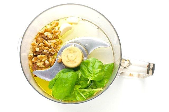 Quinoa Pesto Veggie Bowls