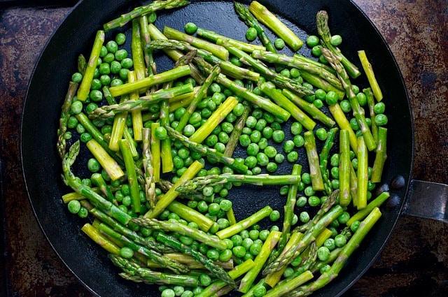 Preparing the asparagus for these Pesto Quinoa Veggie Bowls