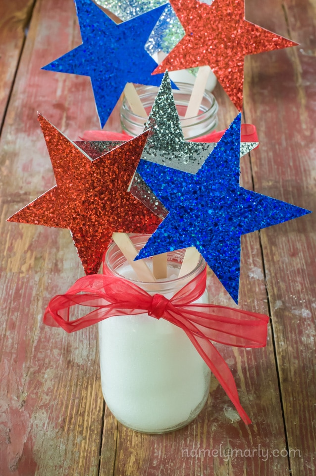 DIY Fourth of July Table Toppers - a fun and easy centerpiece for your holiday party!