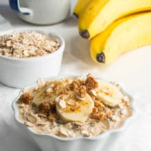 Get your day started out right with these Peanut Butter Overnight Oats. It's the perfect healthy breakfast for busy weekday mornings. Simply make them the night before and wake up to the best breakfast ever!